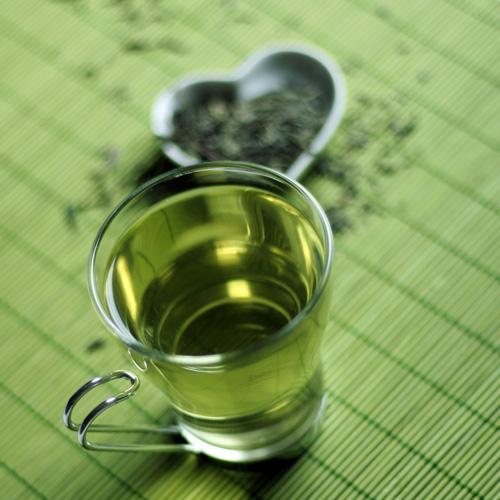 فوائد الشاي الاخضر - يحمي من الاصابه بجلطات القلب